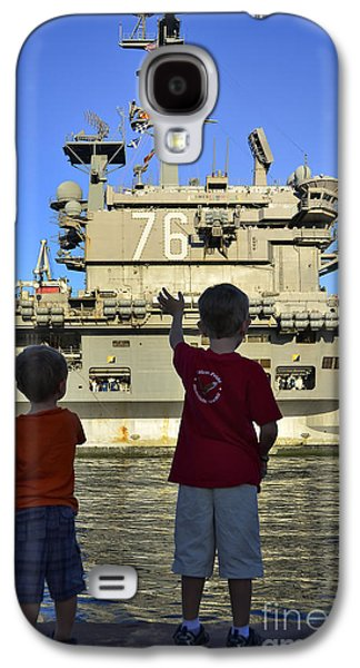 Separation Galaxy S4 Cases - Children Wave As Uss Ronald Reagan Galaxy S4 Case by Stocktrek Images