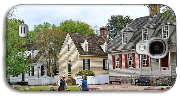 Colonial Man Photographs Galaxy S4 Cases - Colonial Williamsburg 4 Galaxy S4 Case by Todd Hostetter