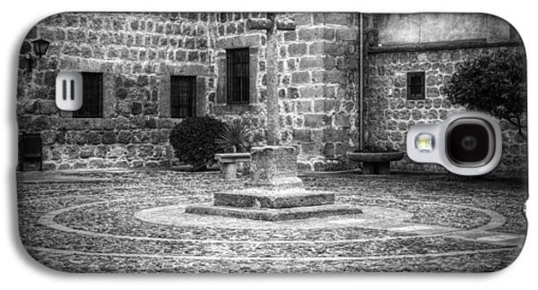 Courtyard At Convent Of The Incarnation Bw Galaxy S4 Case by Joan Carroll
