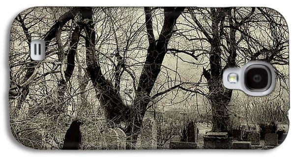 Gnarly Galaxy S4 Cases - Crow Waits On Tombstone Galaxy S4 Case by Gothicolors Donna Snyder