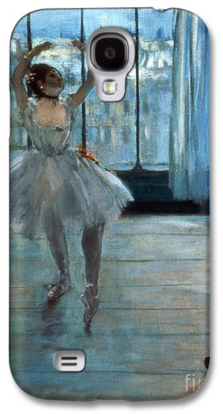 Dancer In Front Of A Window Galaxy S4 Case by Edgar Degas