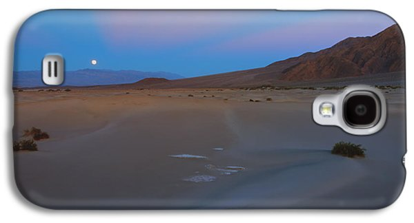 Moonrise Galaxy S4 Cases - Death Valley Moonrise Galaxy S4 Case by Mike Dawson