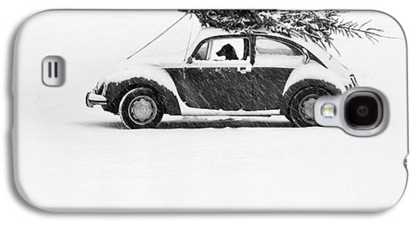 Dogs In Snow. Galaxy S4 Cases - Dog in Car  Galaxy S4 Case by Ulrike Welsch and Photo Researchers