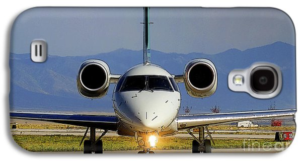 Expressjet Airlines Embraer Emb-145xr Commuter Jet Galaxy S4 Case by Wernher Krutein