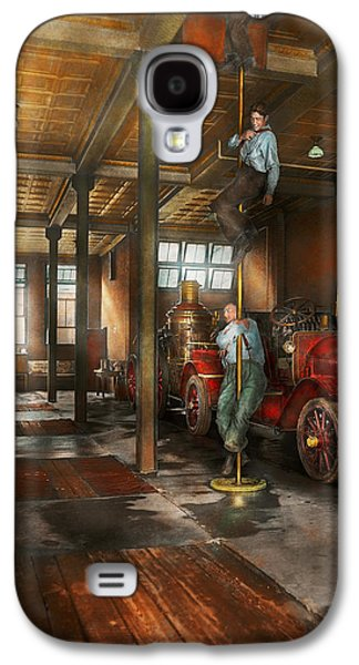 Brigade Galaxy S4 Cases - Firemen - Answering the firebell 1922 Galaxy S4 Case by Mike Savad