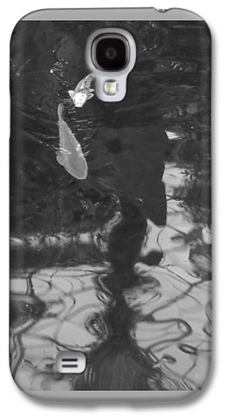 Abstract Nature Galaxy S4 Cases - Fish in Black and White Galaxy S4 Case by John  Bichler