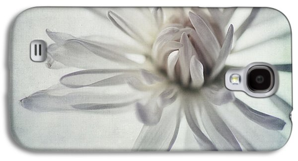 Close Up Floral Galaxy S4 Cases - Focus On The Heart Galaxy S4 Case by Priska Wettstein
