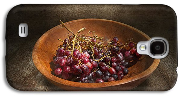 Vino Photographs Galaxy S4 Cases - Food - Grapes - A bowl of grapes  Galaxy S4 Case by Mike Savad