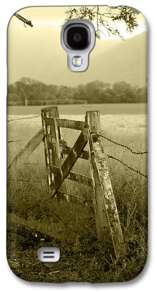 Landscapes Photographs Galaxy S4 Cases - Forgotten Fields Galaxy S4 Case by Holly Kempe