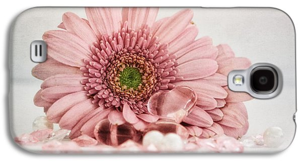 Small Photographs Galaxy S4 Cases - Gerbera with heart Galaxy S4 Case by SK Pfphotography