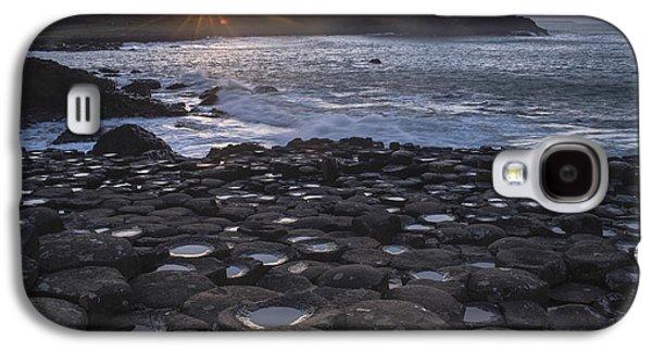 Fionn Mac Cumhaill Galaxy S4 Cases - Giants Sunset Galaxy S4 Case by Euan Cherry