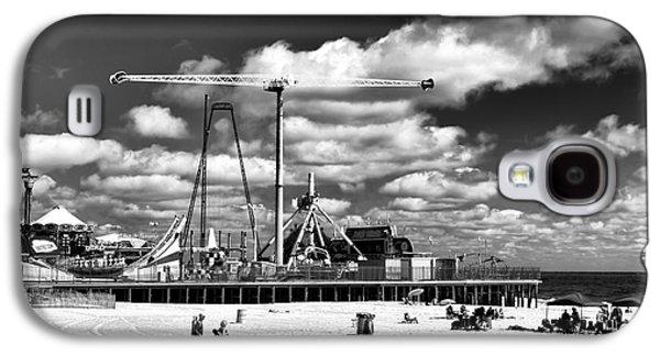 Going To The Beach Mono Galaxy S4 Case by John Rizzuto