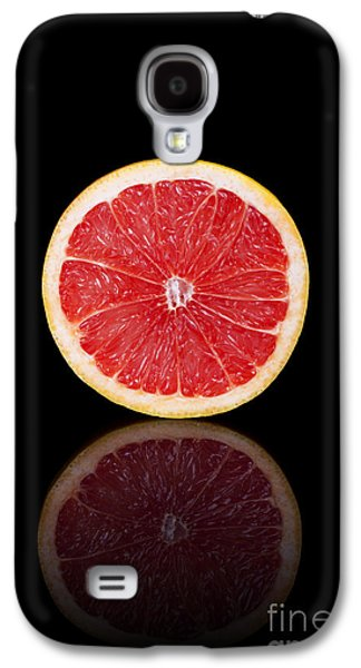 Studio Photographs Galaxy S4 Cases - Half grapefruit on a black reflective background Galaxy S4 Case by Sara Winter