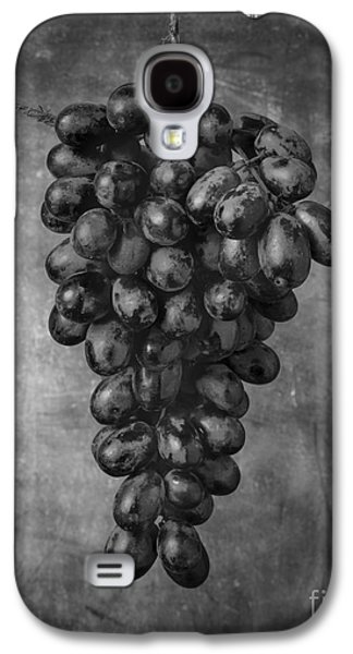 Hanging Grapes Still Life  Galaxy S4 Case by Edward Fielding