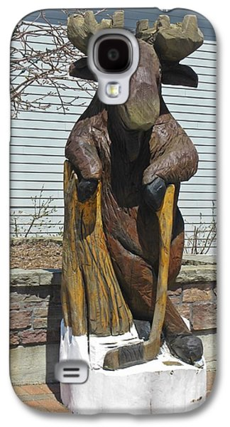 Hockey Sculptures Galaxy S4 Cases - Hockey Moose Galaxy S4 Case by John Malone