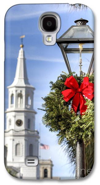 Gas Lamp Photographs Galaxy S4 Cases - Holiday Wreath St Michaels Church Charleston SC Galaxy S4 Case by Dustin K Ryan