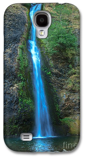 Landscapes Photographs Galaxy S4 Cases - Horsetail Falls Galaxy S4 Case by Robert Bales