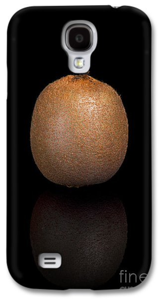 Studio Photographs Galaxy S4 Cases - Kiwi on a black reflective background Galaxy S4 Case by Sara Winter