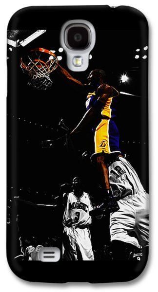 Kobe Bryant On Top Of Dwight Howard Galaxy S4 Case by Brian Reaves