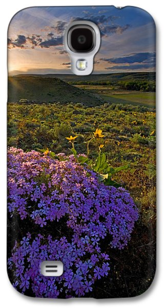 Landscapes Photographs Galaxy S4 Cases - Last Light of Spring Galaxy S4 Case by Mike  Dawson