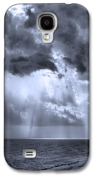 Sun Galaxy S4 Cases - Look to The Heavens BW Galaxy S4 Case by Theresa Campbell