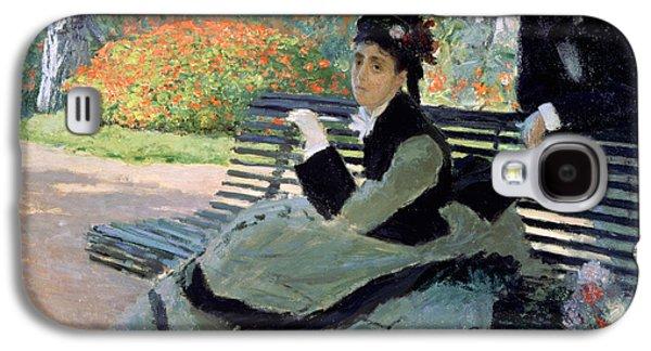 Madame Monet On A Garden Bench Galaxy S4 Case by Claude Monet