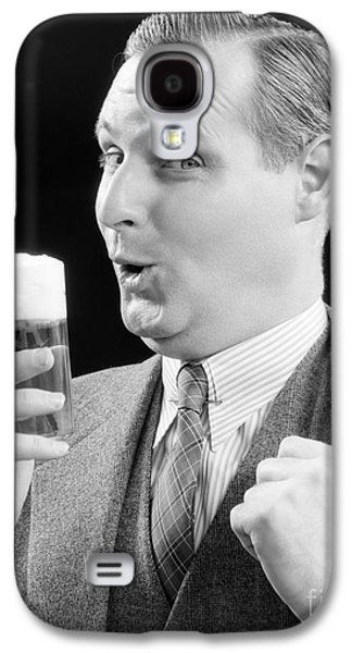 Man With Glass Of Beer, C.1930s Galaxy S4 Case by H. Armstrong Roberts/ClassicStock