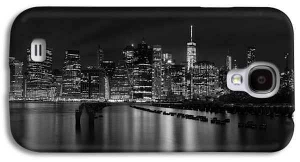 Manhattan At Night In Black And White Galaxy S4 Case by Andres Leon