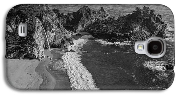 Mcway Cove Waterfall Black And White Galaxy S4 Case by Garry Gay
