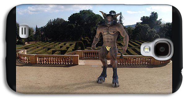 Minotaur In The Labyrinth Park Barcelona. Galaxy S4 Case by Joaquin Abella