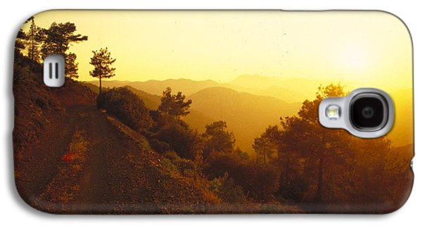 Landscapes Photographs Galaxy S4 Cases - Mountain Countryside Bathed In Golden Galaxy S4 Case by Gillham Studios