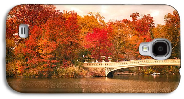New York City In Autumn - Central Park Galaxy S4 Case by Vivienne Gucwa