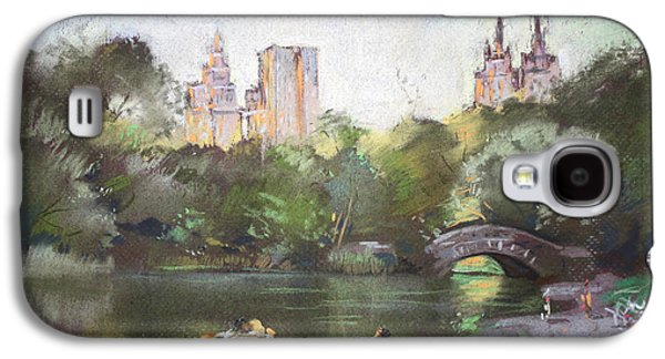 Autumn Trees Galaxy S4 Cases - NYC Resting in Central Park Galaxy S4 Case by Ylli Haruni
