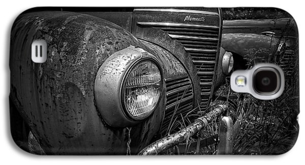 Rusted Cars Galaxy S4 Cases - Old Junkers Galaxy S4 Case by Edward Fielding
