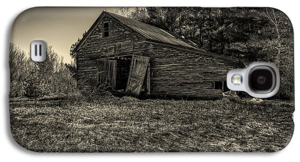 Landscapes Photographs Galaxy S4 Cases - Old New England Barn Galaxy S4 Case by Bob Orsillo