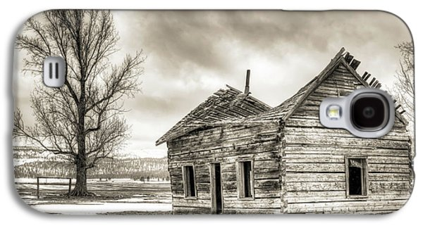 Abandoned House Photographs Galaxy S4 Cases - Old Rustic Log House in the Snow Galaxy S4 Case by Dustin K Ryan