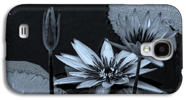 Petals Floating On Water Bw Galaxy S4 Case by Ella Kaye Dickey