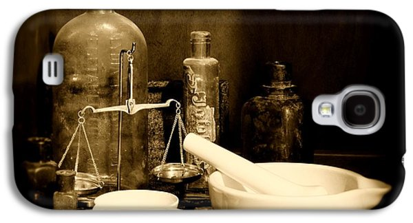Pharmacy - Mortar And Pestle - Black And White Galaxy S4 Case by Paul Ward