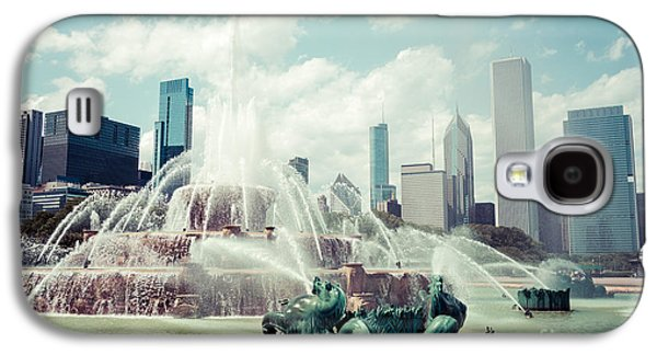 Treatment Galaxy S4 Cases - Picture of Buckingham Fountain with Chicago Skyline Galaxy S4 Case by Paul Velgos