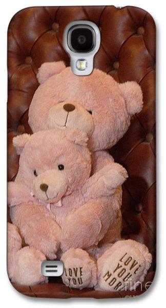 Pink Hugging Bears 2 Galaxy S4 Case by Linda Phelps