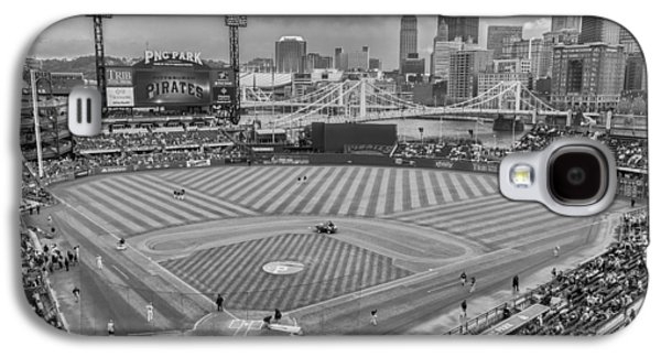 Pittsburgh Pirates 1a Bw Pnc Park Galaxy S4 Case by David Haskett