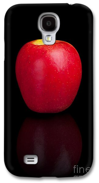 Studio Photographs Galaxy S4 Cases - Red apple on a black reflective background Galaxy S4 Case by Sara Winter