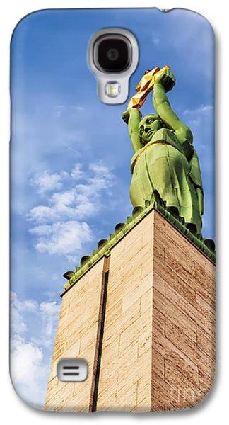 Star Alliance Photographs Galaxy S4 Cases - Riga Freedom Monument looking up Galaxy S4 Case by Antony McAulay
