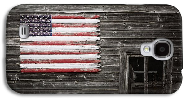 Rustic American Flag On A Weathered Grey Barn Galaxy S4 Case by Lisa Russo