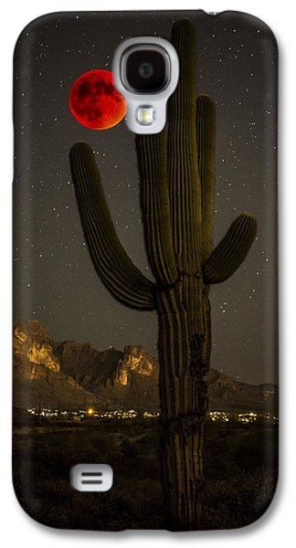 Saguaro And The Super Bloodmoon Galaxy S4 Case by Chuck Brown