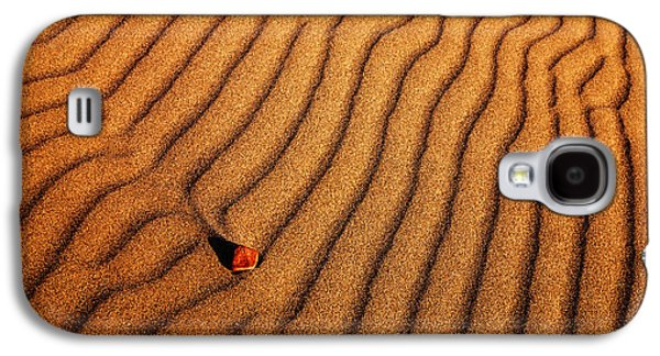 Sand Patterns Galaxy S4 Cases - Sand and a pebble Galaxy S4 Case by Vishwanath Bhat
