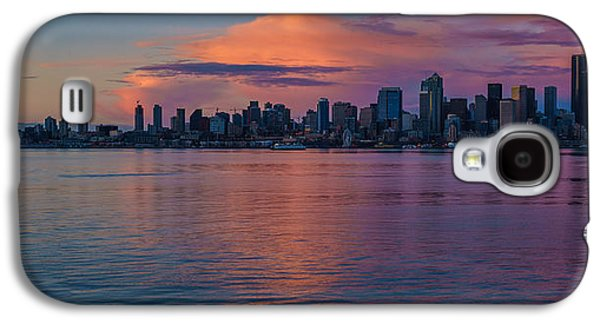 Light Galaxy S4 Cases - Seattle Dusk Skyline Details Reflection Galaxy S4 Case by Mike Reid