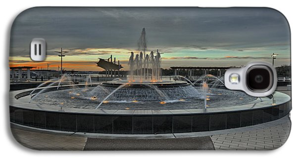 Smothers Park Fountain Galaxy S4 Case by Wendell Thompson