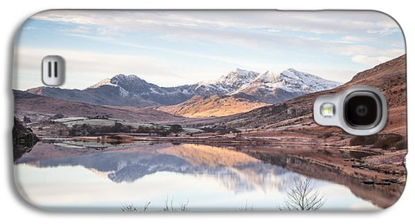 Wide Angled Glass Mirror Galaxy S4 Cases - Snowdon Horseshoe Winter Reflections Galaxy S4 Case by Christine Smart