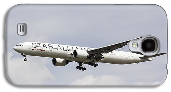 Jet Star Photographs Galaxy S4 Cases - Star Alliance Boeing 777 Galaxy S4 Case by David Pyatt